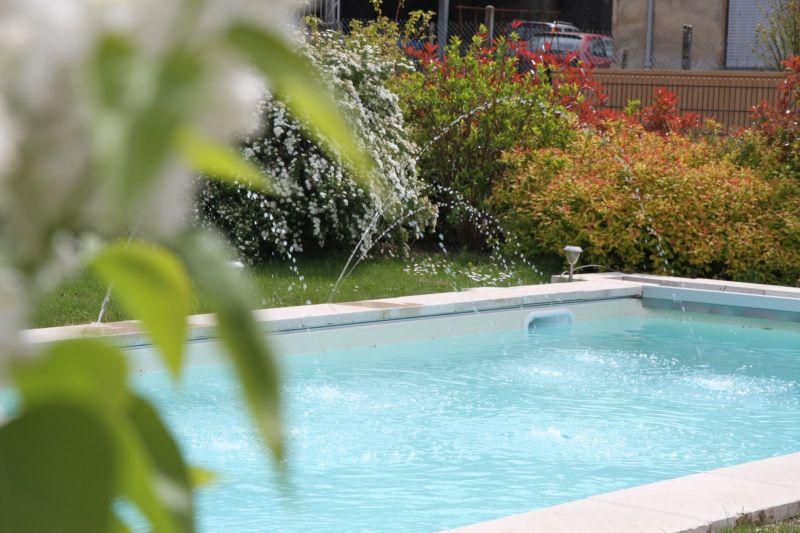 Entretien de votre piscine l 39 ann e dans l 39 ouest lyonnais for Piscine limonest