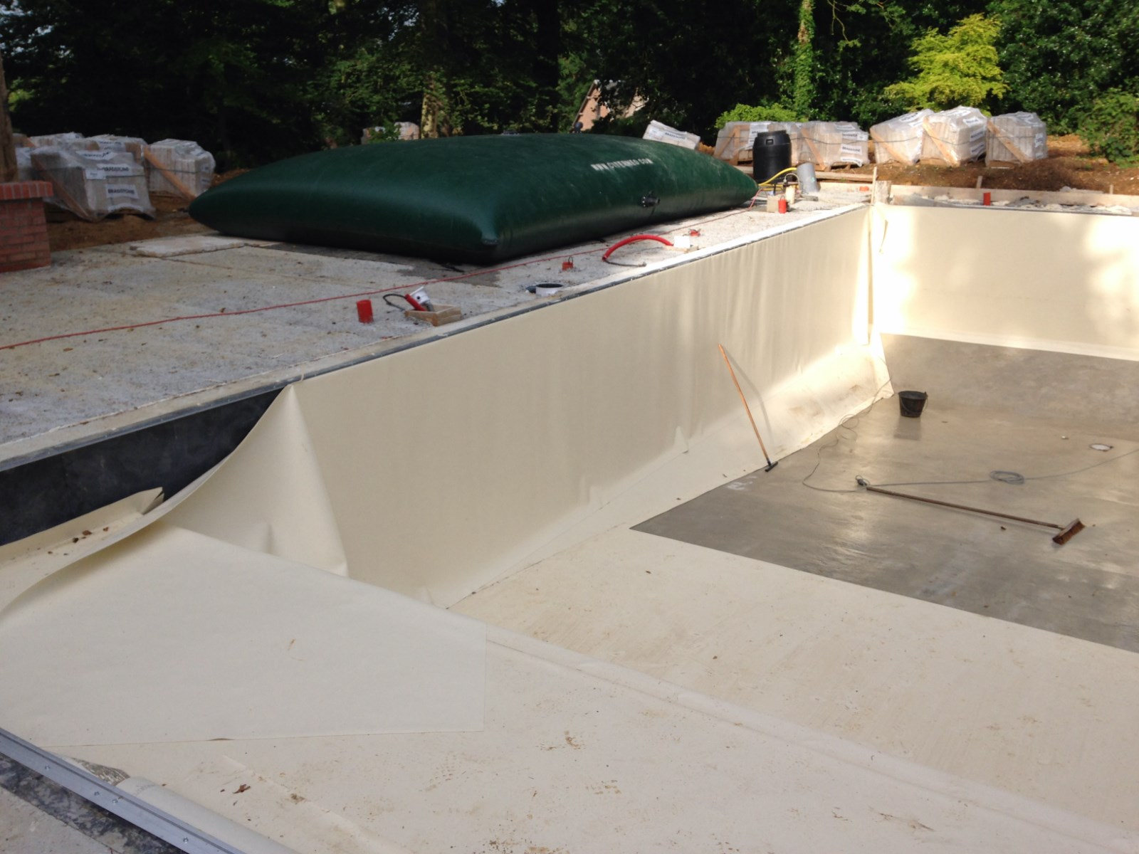 R novation de piscine traditionnelle sur dardilly les for Remplacement liner piscine waterair