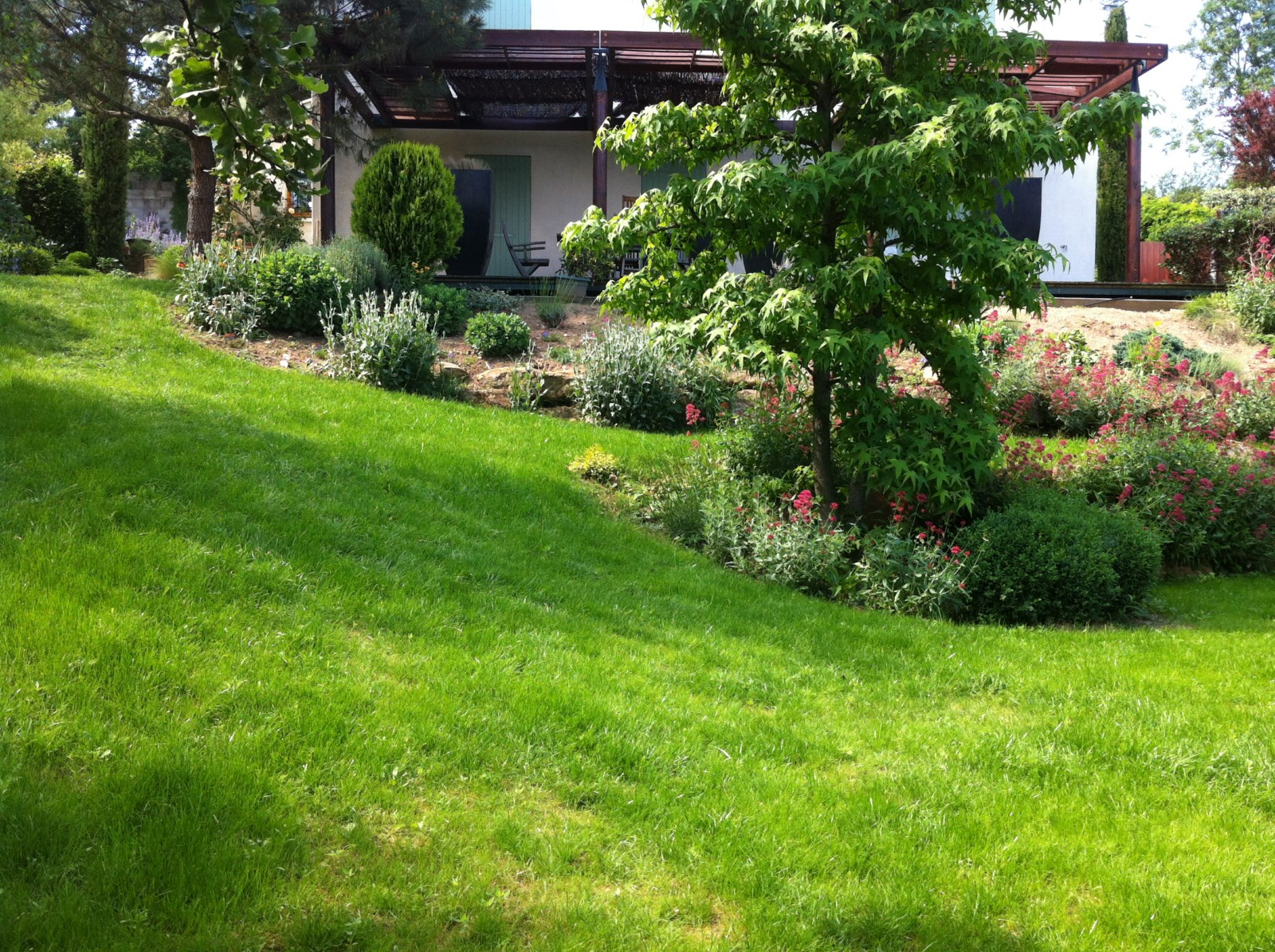 Entretien jardin automne en automne pr voyez vos travaux for Entretien jardin