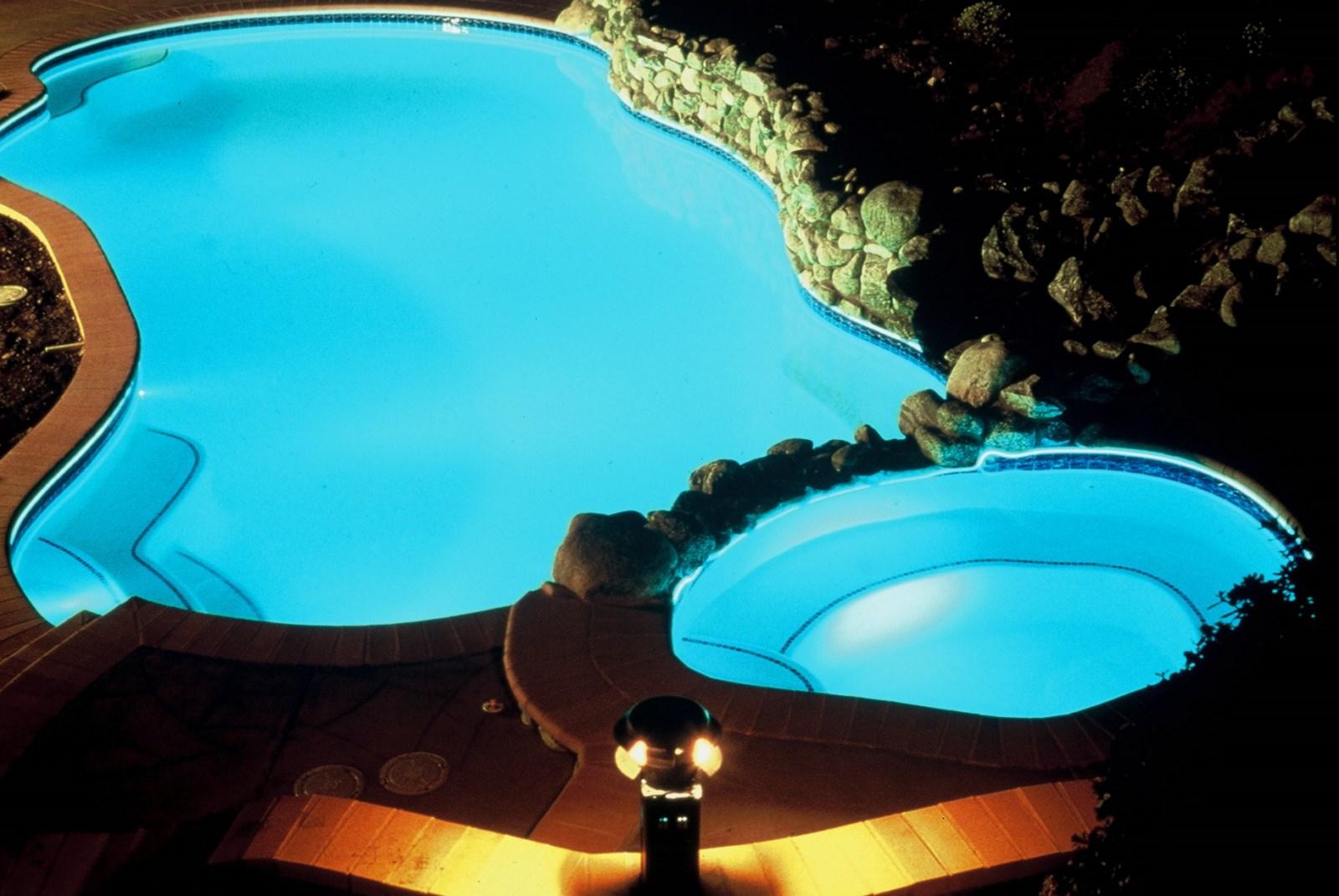 Fabricant de piscine en bois hors sol ouest lyonnais les for Piscine hors sol jacuzzi