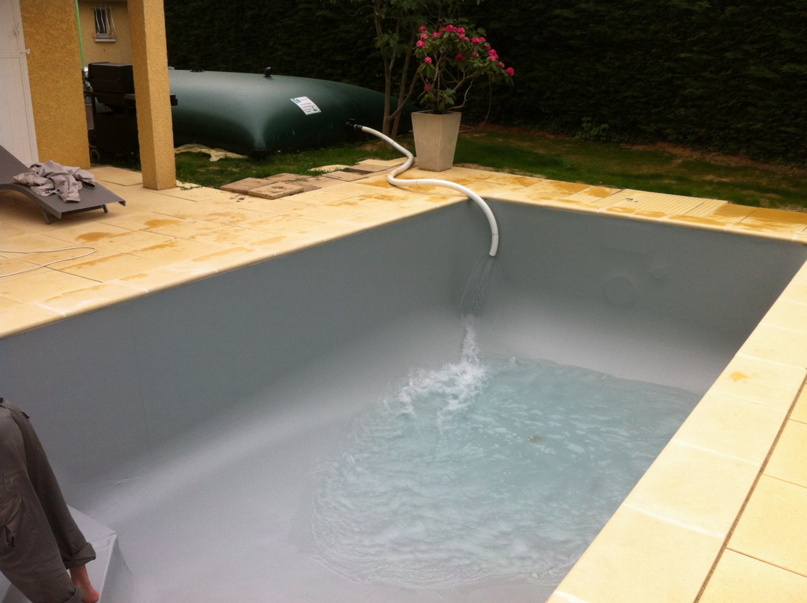 Cr ation de piscine traditionnelle sur brignais les for Piscine brignais